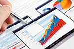 Indeksy giełdowe spadają, ceny złota i ropy rosną