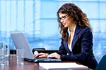 Praca za biurkiem: jak dbać o kręgosłup?