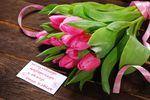Dzień Kobiet w pracy: kwiaty i czekoladki
