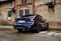 BMW 330e - z tyłu