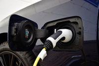 BMW 330e - gniazdo ładowania