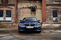 BMW 330e - przód