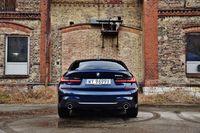 BMW 330e - tył