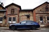 BMW 330e - bok