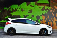 Ford Focus RS - z boku
