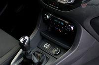Ford Ka+ Active 1.2 85 KM - dźwignia biegów