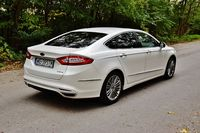 Ford Mondeo Hybrid Vignale - z tyłu