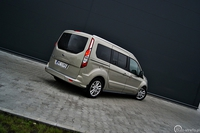 Ford Tourneo Connect 1.6 TDCI - widok z tyłu i boku