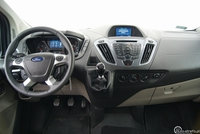 Ford Tourneo Custom 2.2 TDCi Titanium - wnętrze