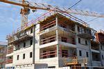 GUS: powstaje mniej mieszkań, ale deweloperzy budują więcej