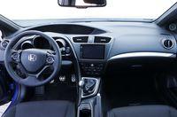 Honda Civic 1.8 i-VTEC Sport - wnętrze