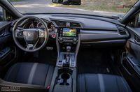 Honda Civic X 1.5 VTEC Turbo CVT 5D - wnętrze