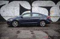 Hyundai Elantra 1.6 128 KM - z boku