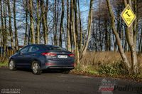 Hyundai Elantra 1.6 128 KM - z tyłu i boku