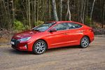 Hyundai Elantra 1.6 MPI AT Premium - analogowy, lecz komfortowy