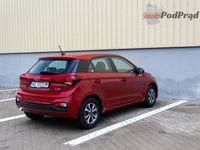 Hyundai i20 1.2 MPI 84 KM - z tyłu i boku