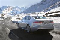 Nowy Jaguar XF tyłem