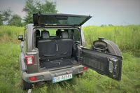 Jeep Wrangler Sahara - bagażnik