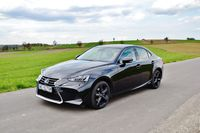 Lexus IS 300h Black - z przodu
