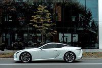 Lexus LC500h - z boku