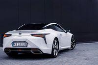 Lexus LC500h - z tyłu