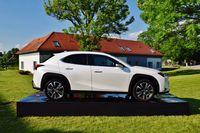 Lexus UX - profil