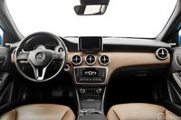 Mercedes A180 CDI BlueEFFICIENCY 7G-DCT - wnętrze