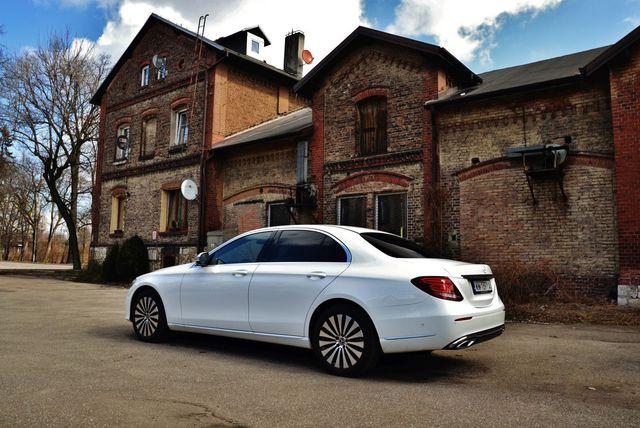 Mercedes-Benz E 200 d 9G-TRONIC. Ukłon w stronę klasyki