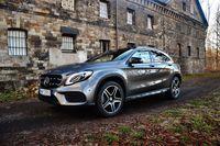 Mercedes-Benz GLA 220 4MATIC - z przodu i boku