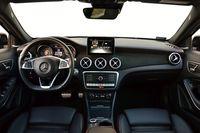 Mercedes-Benz GLA 220 4MATIC - wnętrze
