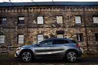 Mercedes-Benz GLA 220 4MATIC - bok
