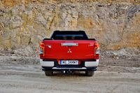 Mitsubishi L200 2.2 D 4WD AT Instyle Plus - tył