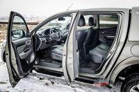 Mitsubishi L200 Premiere Edition - drzwi, fotele