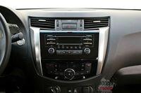 Nissan NP300 Navara 2.3 dCi 160 KM - deska rozdzielcza