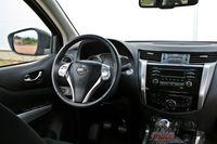 Nissan NP300 Navara 2.3 dCi 160 KM - wnętrze