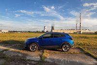 Opel Grandland X 1.6 CDTI 120 KM - z boku