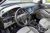 Opel Grandland X 1.6 CDTI 120 KM - wnętrze