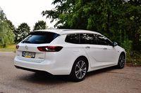Opel Insignia Sports Tourer - sylwetka z tyłu