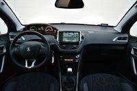 Peugeot 2008 1.2 Puretech Style - deska rozdzielcza
