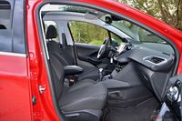 Peugeot 208 1.6 e-HDi Allure FL - fotele