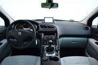 Peugeot 3008 1.6 HDi Active - wnętrze