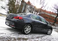 Peugeot 508 1.6 e-THP AT Allure - widok z boku i tyłu