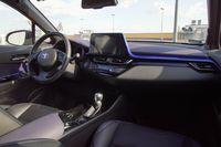 Toyota C-HR Hybrid - wnętrze