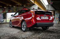 Toyota Prius Prestige - z tyłu i boku