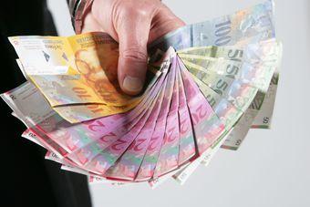 Kredyty we frankach: UOKiK ukarał ING Bank Śląski oraz mBank
