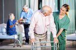Uwaga na domy opieki. Większość stosuje klauzule niedozwolone