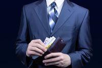 Jak europosłowie oceniają swoje zarobki?