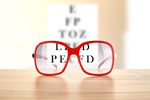 Okulary korygujące dla pracownika bez odliczenia podatku VAT