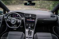 Volkswagen Golf R 310 4Motion - kokpit