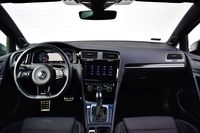 Volkswagen Golf R - deska rozdzielcza